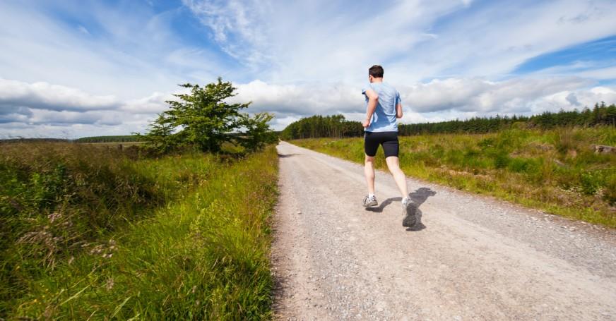 Bewegung an der frischen Luft stärkt das Immunsystem.