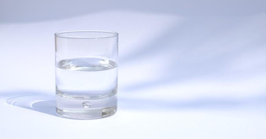 Wasser ist für den Körper lebensnotwendig.